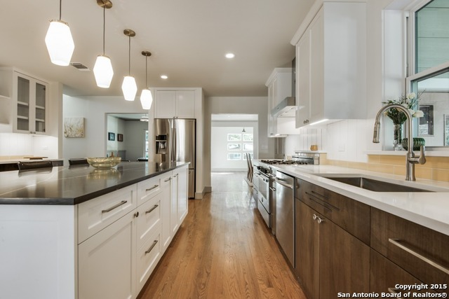Located in the ever popular Alamo Heights  this home on Larkwood is the  epitome of mid century modern  With an open floor plan  complimented by  vaulted. Vintage San Antonio  6 Mad Men Era Homes That Will Make You Want